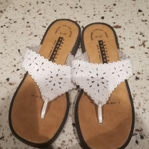Like new ladies American weekend sandals